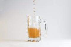 Vidro da cerveja no fundo branco Fotografia de Stock Royalty Free