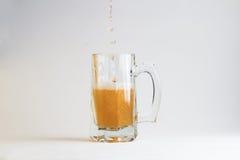 Vidro da cerveja no fundo branco Fotos de Stock Royalty Free
