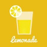 Vidro da limonada com palha bebendo Fotos de Stock Royalty Free