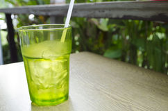 Vidro de água verde Fotos de Stock