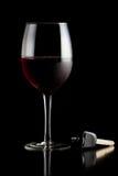 Vidro de chaves do vinho vermelho e do carro Fotografia de Stock