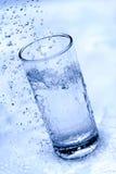 Vidro de gotas da água Fotografia de Stock Royalty Free