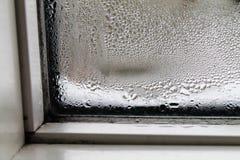 Vidro de janela com água da condensação no interior Fotografia de Stock Royalty Free
