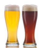 Vidro de Pilsner e da cerveja inglesa escura Fotografia de Stock Royalty Free