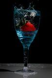 Vidro de vinho da morango Foto de Stock