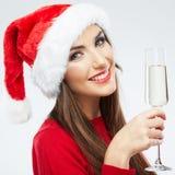 Vidro de vinho da posse do retrato da mulher do Natal. imagens de stock
