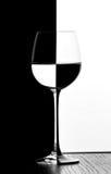 Vidro de vinho do dominó Fotografia de Stock
