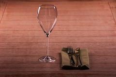 Vidro de vinho em uma tabela Fotos de Stock Royalty Free