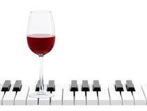 Vidro de vinho na chave do piano Imagem de Stock