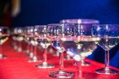 Vidro de vinho na tabela para o partido Fotografia de Stock Royalty Free