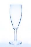 Vidro de vinho vazio no tom azul Fotos de Stock