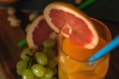Vidro de vitaminas naturais da manhã Imagem de Stock Royalty Free