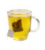 Vidro do chá do chá verde com o teabag no backgr branco foto de stock