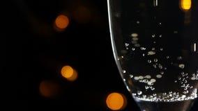 Vidro do champanhe em um fundo preto vídeos de arquivo
