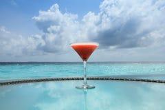 Vidro do cocktail em uma tabela fotografia de stock