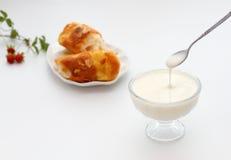 Vidro do iogurte e do pão Imagens de Stock