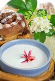 Vidro do leite e do pão Fotografia de Stock