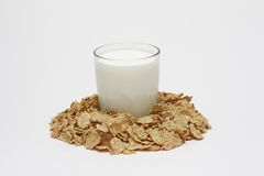 Vidro do leite e dos cereais Foto de Stock Royalty Free