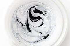 Vidro do produto leitoso, colher com queijo de coalho e medida da fita O conceito de perde a dieta do weightand fotos de stock royalty free