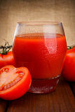 Vidro do suco de tomate Foto de Stock