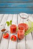 Vidro do suco de tomate Imagem de Stock