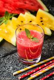 Vidro do suco fresco da melancia Imagens de Stock
