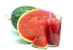 Vidro do suco fresco da melancia isolado no branco Imagem de Stock