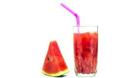 Vidro do suco fresco da melancia isolado no branco Fotos de Stock