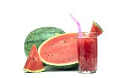 Vidro do suco fresco da melancia isolado no branco Fotografia de Stock