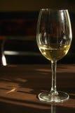 Vidro do vinho branco fotografia de stock royalty free