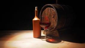 Vidro do vinho tinto e do tambor na tabela de madeira Foto de Stock
