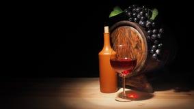 Vidro do vinho tinto e do tambor na tabela de madeira Foto de Stock Royalty Free
