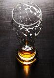 Vidro drenado da cerveja de cerveja pilsen na tabela Imagens de Stock
