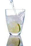Vidro e cal de água imagem de stock