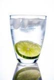 Vidro e cal de água imagens de stock royalty free