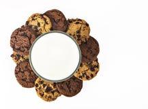Vidro e cookies de leite Fotos de Stock