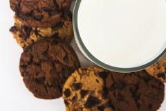 Vidro e cookies de leite Fotografia de Stock