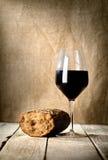 Vidro e pão de vinho imagem de stock
