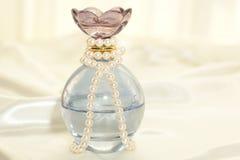 Vidro e pérolas azuis fotografia de stock royalty free