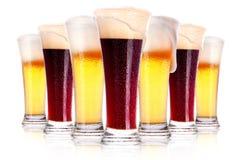 Vidro gelado da cerveja escura e clara   foto de stock royalty free