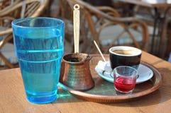 Vidro grego do café e de água Fotos de Stock Royalty Free