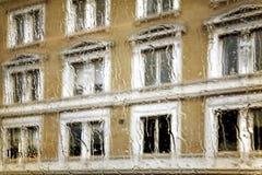 Vidro molhado da calha abstrata da opinião das janelas Imagem de Stock Royalty Free