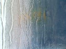 Vidro molhado Escapes da água Dia chuvoso foto de stock royalty free