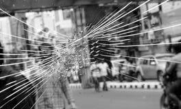 Vidro quebrado do protetor da janela foto de stock royalty free