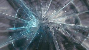 Vidro quebrado em grandes partes Fim acima video estoque