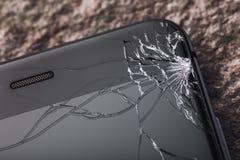 Vidro quebrado na tela do telefone fotografia de stock royalty free