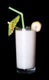 Vidro saudável do sabor da banana dos batidos no preto Foto de Stock