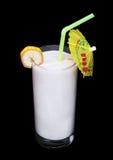 Vidro saudável do sabor da banana dos batidos no preto Imagens de Stock Royalty Free