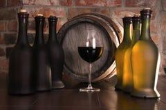 Vidro, tambor e um frasco do vinho Imagem de Stock
