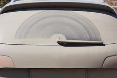 Vidro traseiro sujo do carro Imagens de Stock